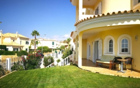 Villa Brady private luxury villa with 4 bedrooms, garden with swimming pool