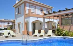Villa Ribeiro II 4 bedrooms Villa with private pool and garden